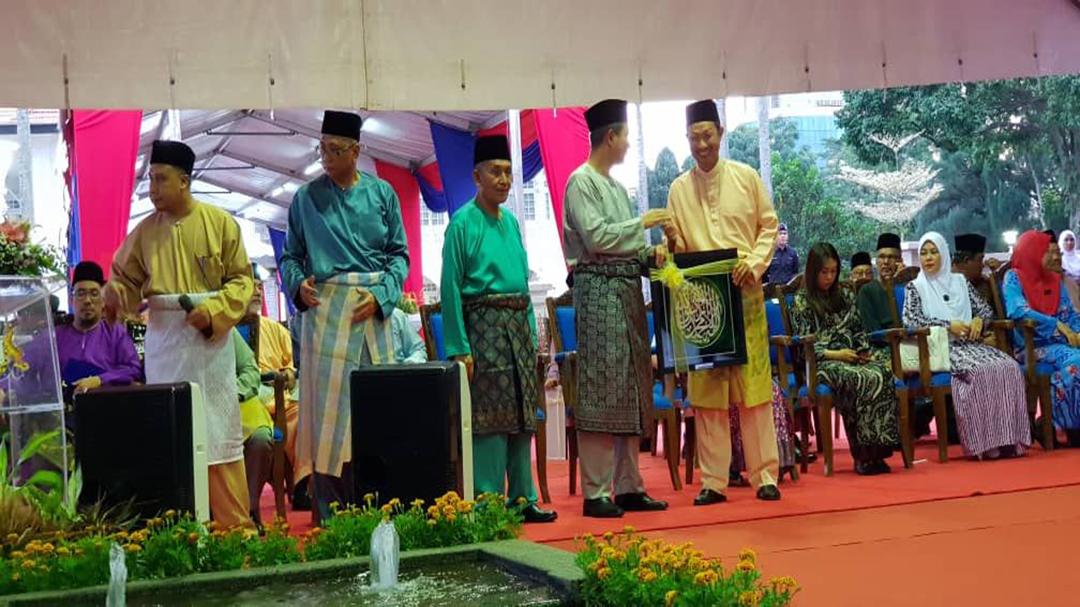 """Majlis Berbuka Puasa & Pembayaran Zakat Perniagaan kepada Majlis Agama Islam Negeri Johor.<div class=""""post-avatar"""" style=""""float: right;"""" ><img alt='Majlis Berbuka Puasa & Pembayaran Zakat Perniagaan kepada Majlis Agama Islam Negeri Johor. avatar' src='https://secure.gravatar.com/avatar/0de9832b3082f6eab15bf76f854f13dc?s=64&d=mm&r=g' srcset='https://secure.gravatar.com/avatar/0de9832b3082f6eab15bf76f854f13dc?s=128&d=mm&r=g 2x' class='avatar avatar-64 photo' height='64' width='64' loading='lazy'/></div>"""